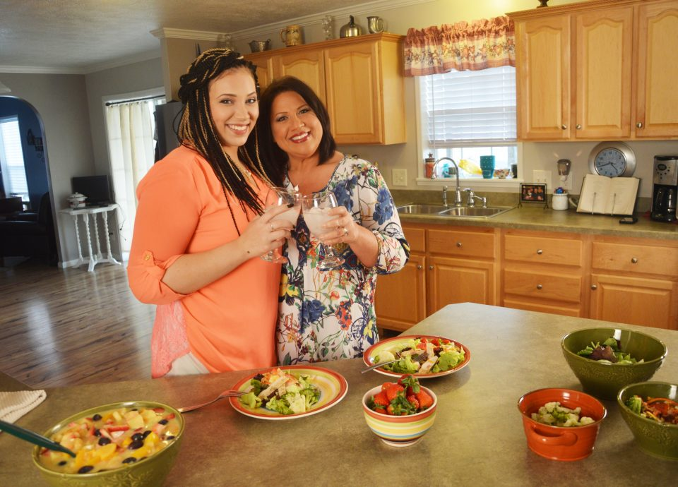 Bariatric-mom-and-daughter-in-the-kitchen